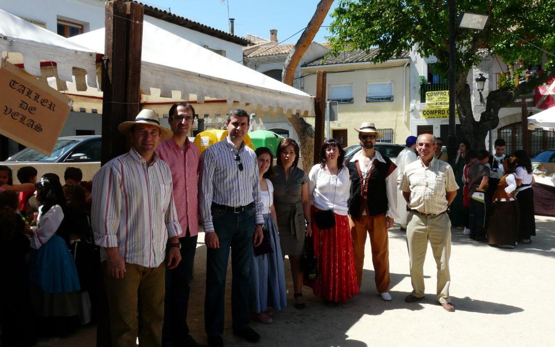 El Colegio Público «Inmaculada Concepción» organiza un excelente mercado medieval con carácter benéfico marcado por el recuerdo a su Directora
